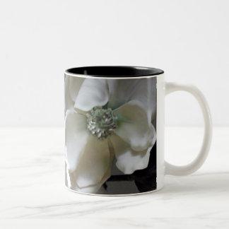 Flores de papel taza de dos tonos