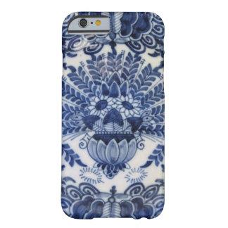 Flores de pavo real holandesas azules y blancas de funda de iPhone 6 barely there
