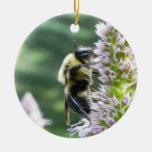 Flores del Agastache con el abejorro Adornos De Navidad
