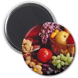Flores del arreglo de la fruta imán