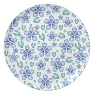 Flores del azul y del trullo plato de comida