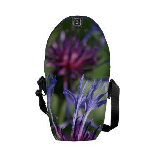 Flores del botón del soltero bolsa de mensajeria
