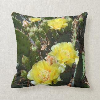 Flores del cactus almohadas