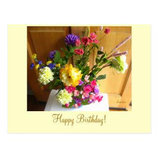 Flores del canto postal del feliz cumpleaños