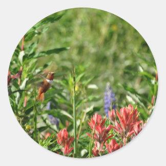 Flores del colibrí pegatina redonda