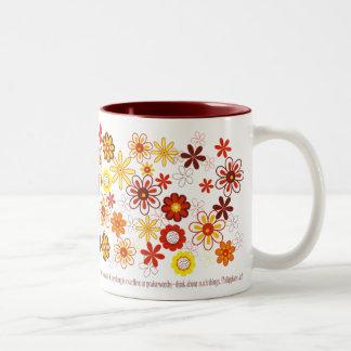 Flores del color de la caída taza