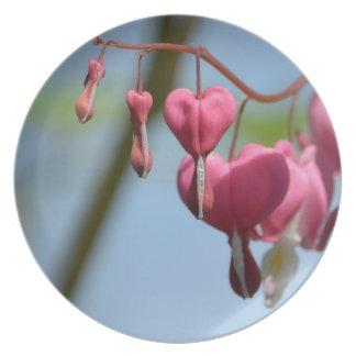 Flores del corazón sangrante platos para fiestas