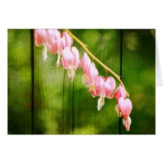 Flores del corazón sangrante tarjeta de felicitación