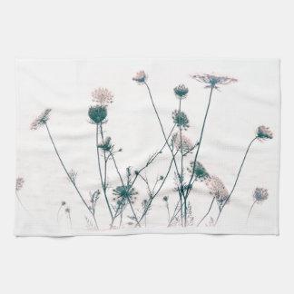 Flores del cordón de la reina toalla de mano