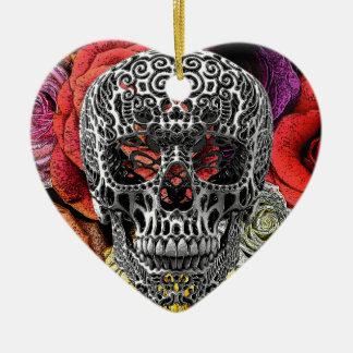 Flores del cráneo adorno de cerámica en forma de corazón