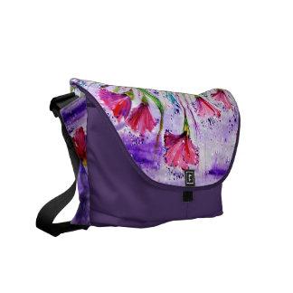 Flores del día lluvioso bolsa de mensajeria