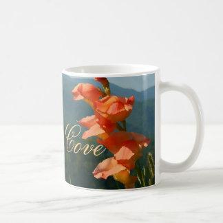 Flores del iris de la ensenada de Cades Taza Clásica