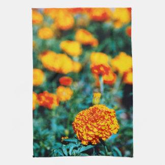 Flores del jardín de los Zinnias Toallas De Mano