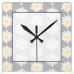 Flores del lirio de agua. Blanco, amarillo y gris Relojes