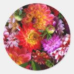 Flores del mercado de los granjeros etiquetas redondas