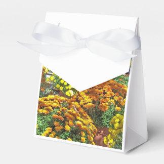 Flores del otoño en potes cajas para regalos de boda