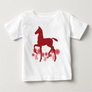 Flores del potro de Saddlebred en rojo Camisas