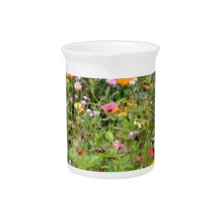 Flores del prado de la primavera jarron