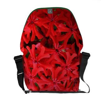 Flores del rojo del primer bolsa messenger