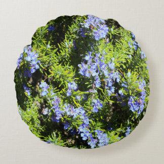 flores del romero en verde cojín redondo