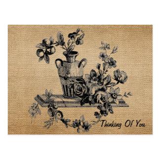 Flores del vintage de la arpillera en el florero q tarjetas postales