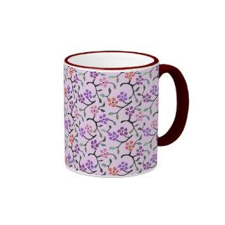Flores delicadas taza de dos colores