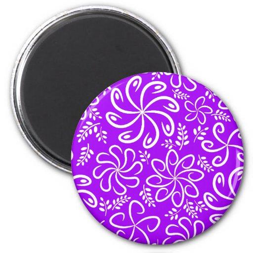 Flores e imán púrpuras enrrollados de las hojas