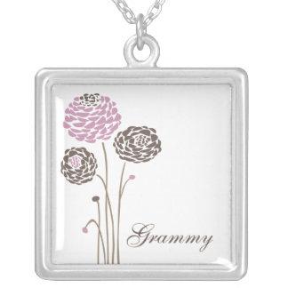 Flores elegantes de la dalia del collar de Grammy