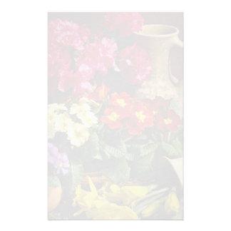 Flores en el cuenco de cobre amarillo papeleria personalizada