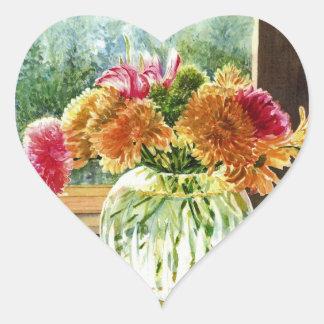 Flores en el florero de cristal pegatina en forma de corazón