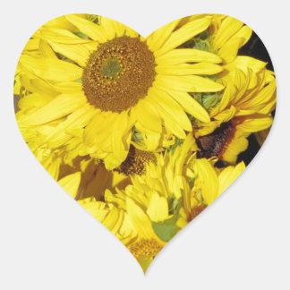 Flores en el mercado de los granjeros pegatina de corazon