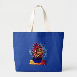 Flores en florero del azul de cobalto en lluvia y  bolsas de mano