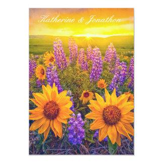 Flores en la invitación del boda del amanecer