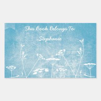 Flores en los pegatinas azules pegatina rectangular