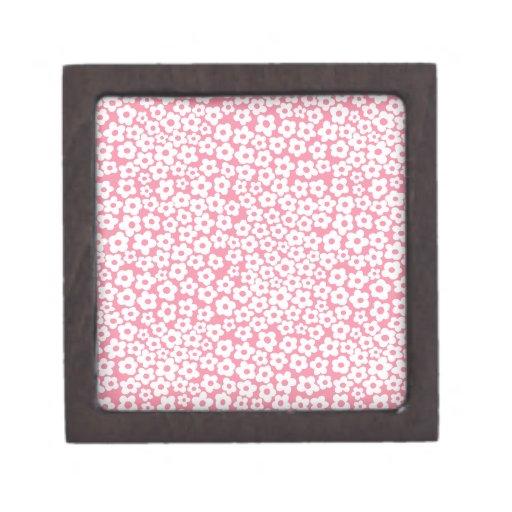 Flores en rosa caja de joyas de calidad