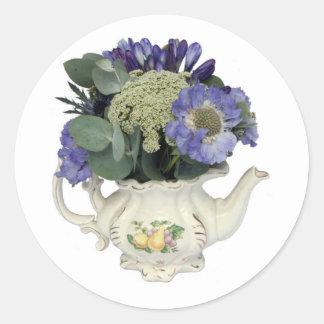 Flores en tetera pegatina redonda