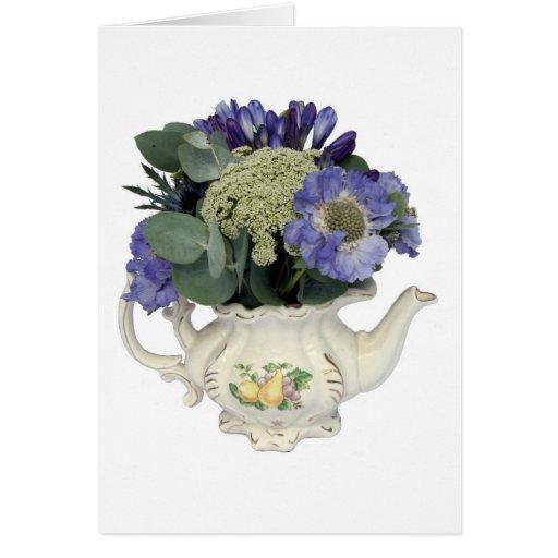 Flores en tetera tarjeta de felicitación