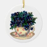 Flores en un arte del vintage de la taza de té adorno redondo de cerámica