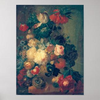 Flores en un florero con la jerarquía de un pájaro posters