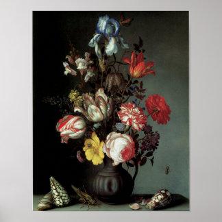 Flores en un florero con las cáscaras y los insect póster