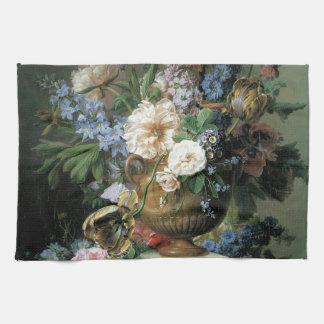 Flores en un florero del alabastro toalla de cocina