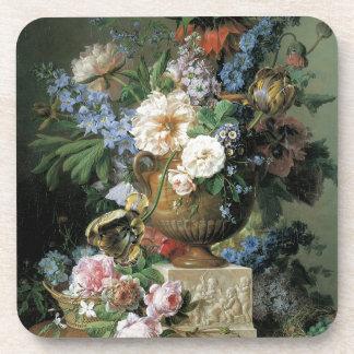 Flores en un florero del alabastro posavasos