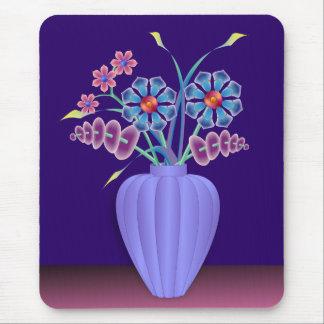Flores en un florero estriado mousepad