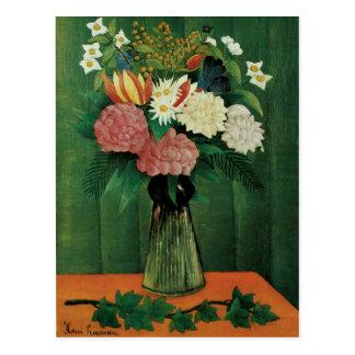 Flores en un florero verde postal