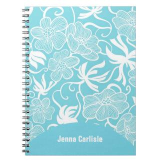 Flores exóticas azules brillantes femeninas person libreta espiral