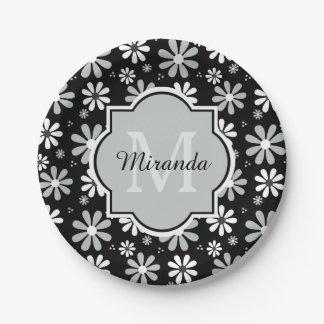Flores femeninas de la margarita blanca del negro platos de papel