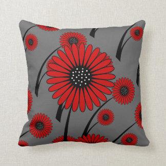 Flores florales negras grises rojas cojín