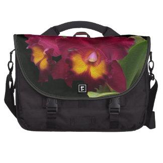 Flores florecientes de la orquídea roja del bolsas para ordenador