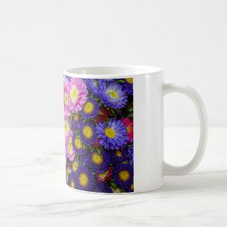 Flores frescas taza de café