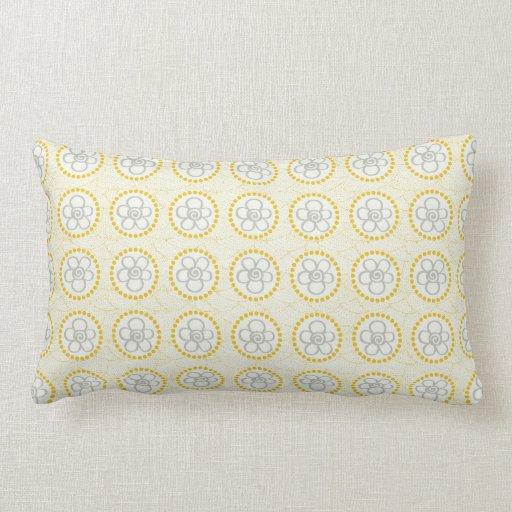 Flores grises con amarillo almohada